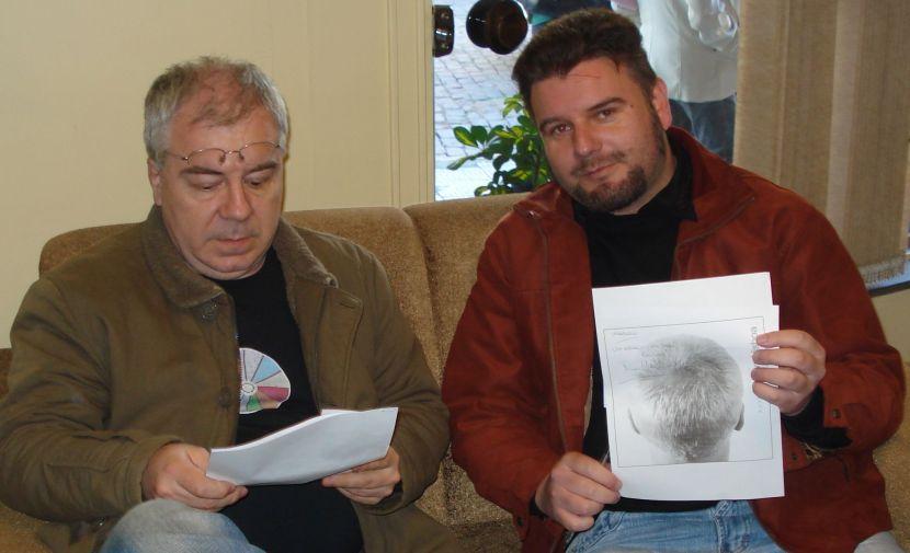 Um Nei naturalmente indiferente aos cliques, acompanhado pelo entrevistador-fã exibindo um autógrafo
