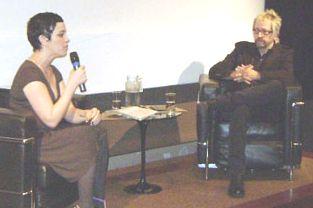 Thedy e a filósofa Márcia Tiburi, em debate que permitiu interação do público