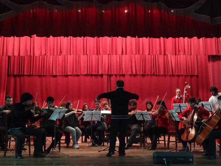 Orquestra do Conservatório de Música da UFPel, sob a regência do professor Tiago Ribas